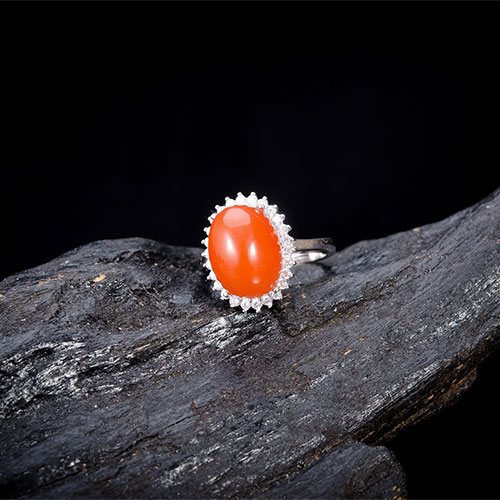 银镶嵌南红玛瑙戒指
